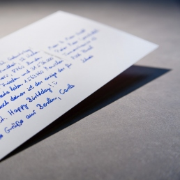 handgeschriebene postkarte vom Roboter in Handschrift Pensaki