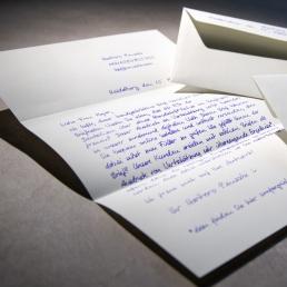 Brief in Handschrift vom Roboter