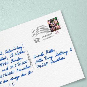 Handgeschriebene Postkarte Frankierung Dialogpost Briefmarke